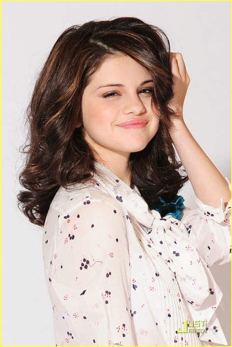 wallpapers  downloads hhg selena gomez