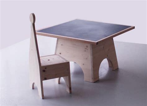 table et chaise bebe chaise pour enfant en bois éco conçu tok atao chambre d