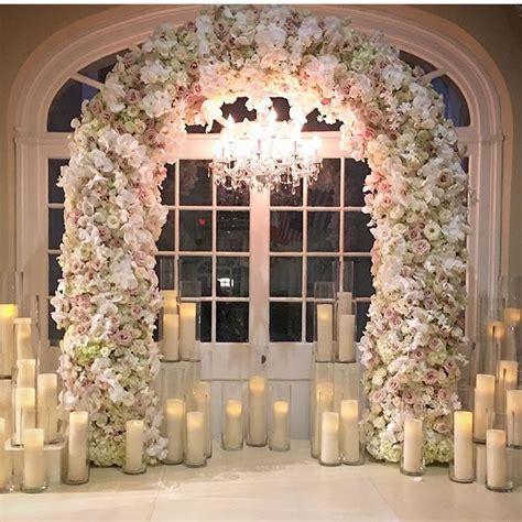 romantis  desain altar elegan buat mengikat janji suci