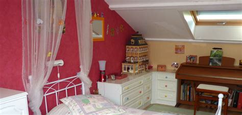 chambre couleur framboise idées déco pour chambre de fille colorée et gaie