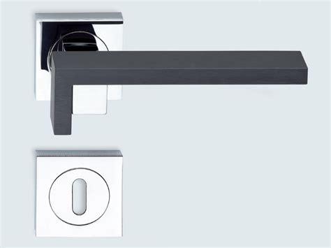 poignee de porte handicape poign 201 e de porte de style contemporain grafite by kleis design marcello cutino