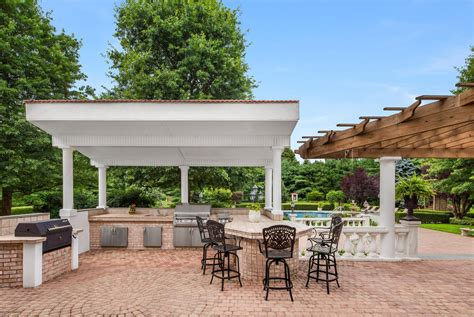 This 16 Acre Old Westbury Compound Lists For 129m New
