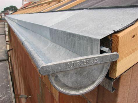 dachrinne montieren zink dachrinnen montiert baublog