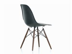 Chaise Eames Vitra Dsw by Buy The Vitra Dsw Eames Plastic Side Chair Dark Maple Base