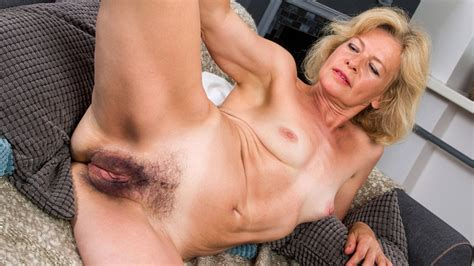 Mature Woman Reveals Her Hairy Pussy HD Porn XHamster