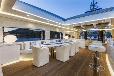 motor yacht vellmari rossinavi yacht harbour
