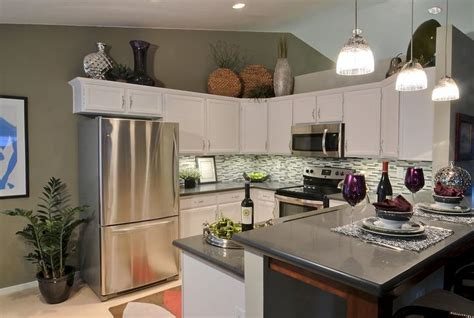 kitchen decorating ideas above cabinets above cabinet decorating ideas above cabinets decor 7911