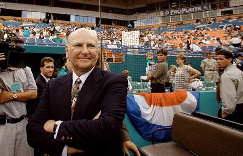 Wayne Huizenga, owner of Blockbuster, Miami sports teams ...