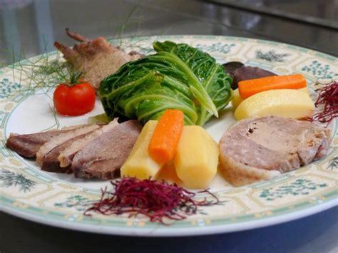 pot au feu au canard pot au feu de canard et sa feuille de chou farcie au foie gras sud ouest gourmand le