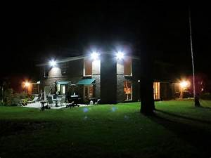Led flood light creat a quiet house in the evening