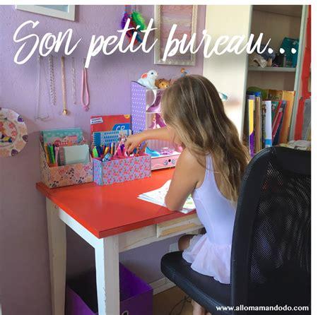 bureau enfant gar輟n premier bureau avec 2 id 233 es diy pour un bureau d
