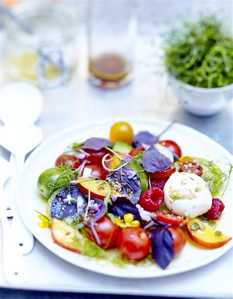 cuisine pourpre salade de tomates fruits fleurs et burrata au basilic