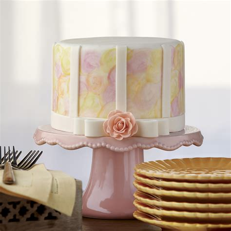 Cake Decoration - learn to decorate a cake with a wilton method class
