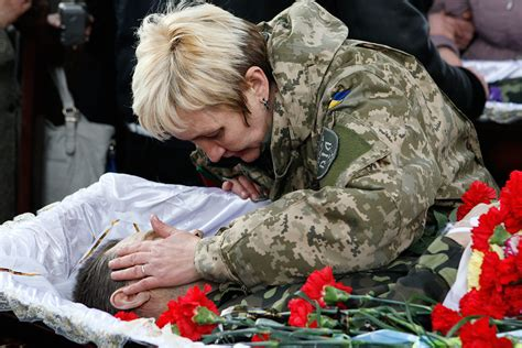 ukraine call  female citizens    join armed forces