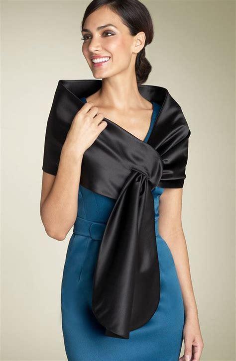 mettre le cap sur l comment mettre une étole en soie ou fourrure sur les épaules
