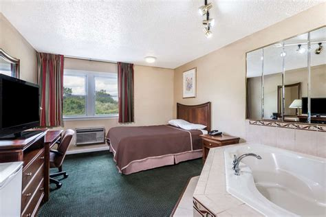 hotels with tubs in ct howard johnson express inn rocky hill ct see discounts