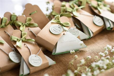 cheap diy wedding favor ideas   budget