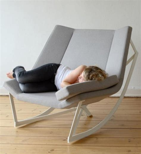 chaise rockincher fauteuil à bascule design 25 idées de rocking chair moderne