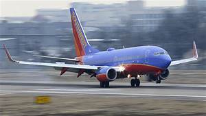 Mom says airline worker mocked her 5-year-old daughter ...