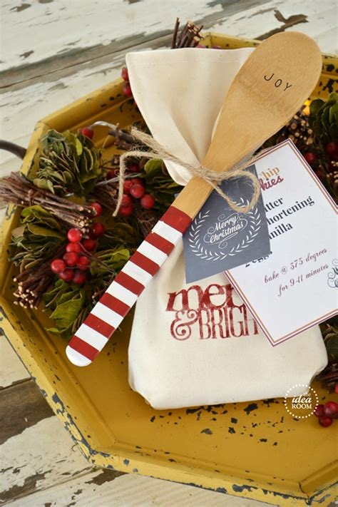 10 easy christmas gifts to make for neighbors 12 free printables gift tags the idea room