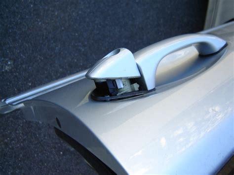 demonter une poignee de porte mercedes classe c w203 d 233 montage g 226 che porte conducteur tuto