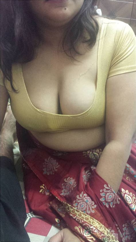 Yellow Sarees Aunty Nude Boobs And Pussy Photos Unseen
