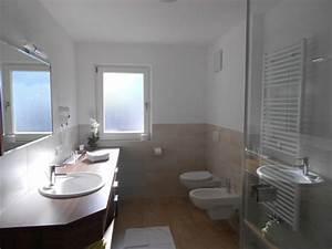 Kleines Bad Gestalten : badezimmer mit wenig fliesen ~ Buech-reservation.com Haus und Dekorationen