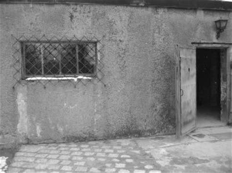 execution chambre a gaz auschwitz chambre à gaz et four crématoire voyage