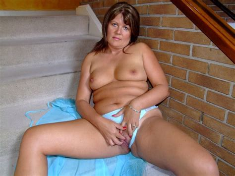 Sandy Is A Curvy Sassy Milf Ready To Tease In Fully Fashioned Nylons