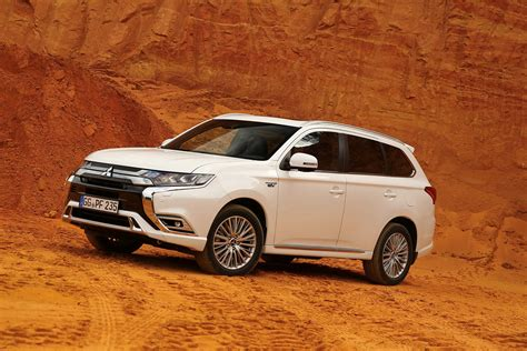 Pre Owned Mitsubishi Outlander by Mitsubishi Outlander Suv Review Parkers