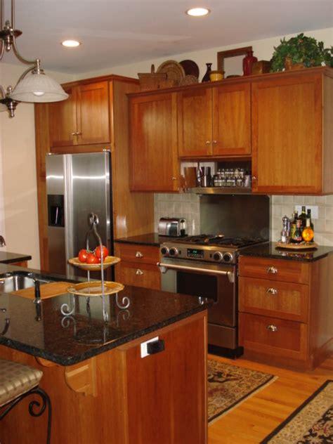 Custom kitchen with natural red birch cabinets kitchen. 947b732a3f90156a233cb6d6d1d395f0 | Ikea Decora