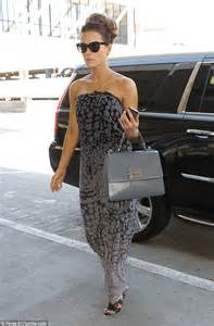 actress similar to kate beckinsale kate beckinsale strolls through lax airport wearing