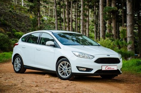ford focus  trend  compact car carscoza