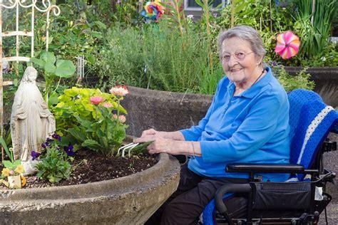 summer craft ideas for the elderly caregiver in sand