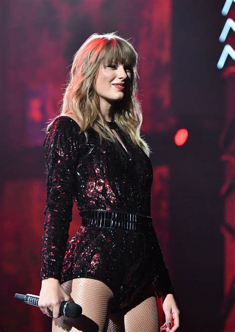 taylor swift encourages people  vote  accepting