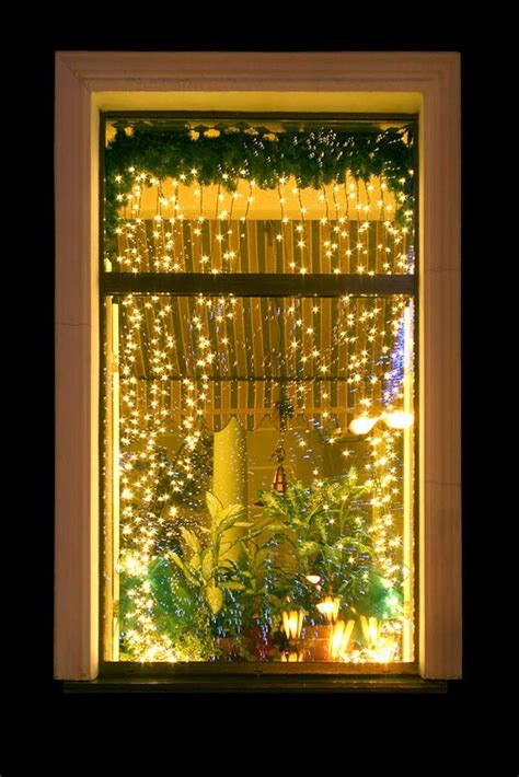 hanging window christmas lights christmas window decoration ideas slideshow