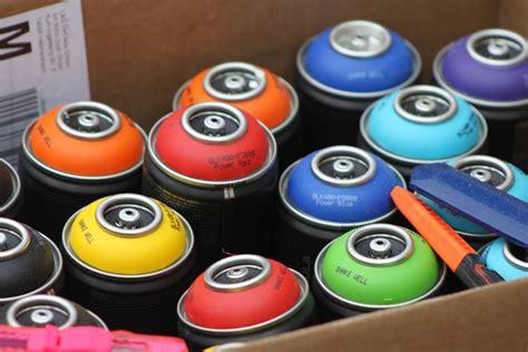 peinture en bombe peinture bombe pour plastique conseils d utilisation ooreka