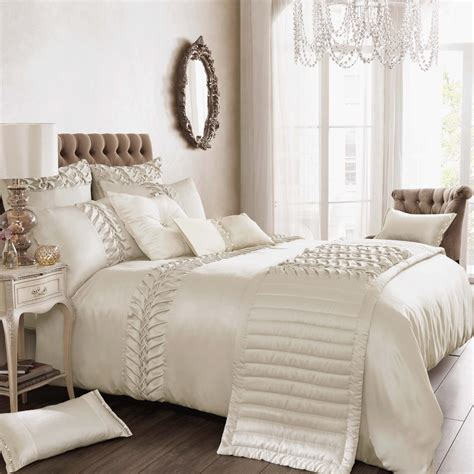 Things To Keep In Mind While Buying Luxury Bedding Sets