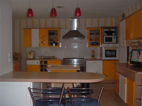 elements haut cuisine cuisine aménagée jaune