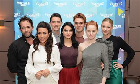 heres   cast  riverdale looked