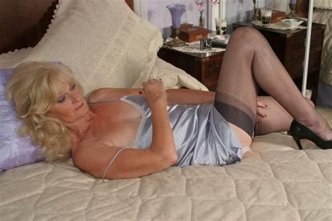 1274472368 In Gallery Classy Mature Lady Picture 5