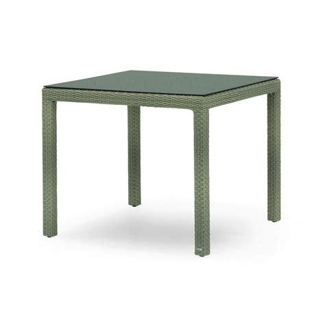 table et chaise de jardin en resine tressee table de jardin carrée en aluminium et résine tressée