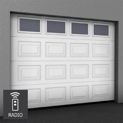 porte de garage sectionnelle sur mesure motorisee cassettes avec hublots