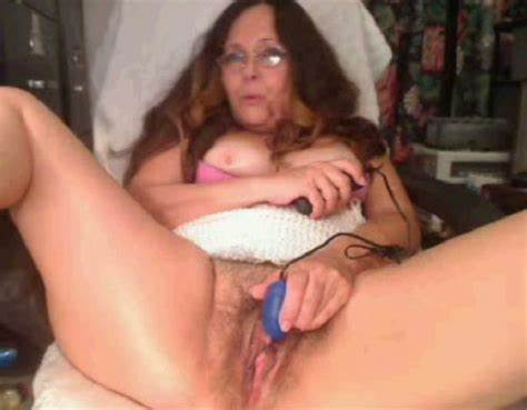 Teenage Model With Hairy Cunts Plays Is Soloing Outdoors