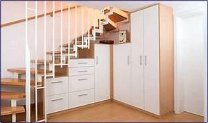 Offener Schrank Vorhang : schrank unter offener treppe selber bauen hauptdesign ~ Markanthonyermac.com Haus und Dekorationen