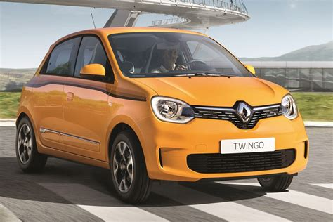renault facelifts  twingo  axes   uk lineup