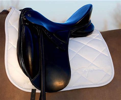 tapis de selle dressage dyon cheval tapis de selle dressage sellerie de peruwelz