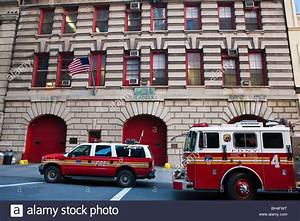 Bureau New York : new york fire department station with fire trucks and fire ~ Nature-et-papiers.com Idées de Décoration