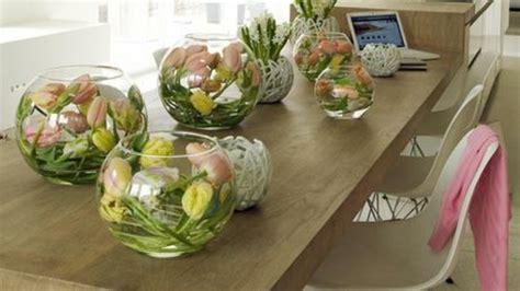 tischdeko mit kerzen tischdeko mit tulpen festliche tischdeko ideen mit fr 252 hligsblumen