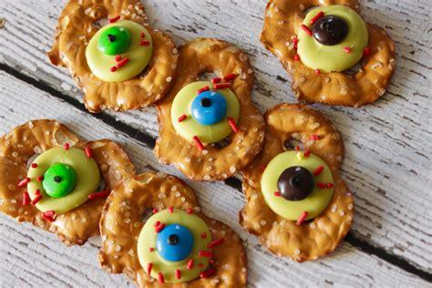 easy fall treats easy halloween treats zombie eye pretzels